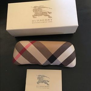NWT. Burberry Glasses Case, with box